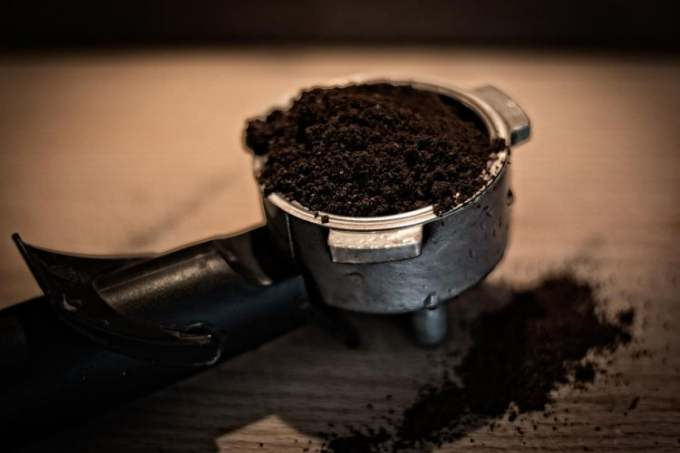 coffee-in-grinder-from-machine