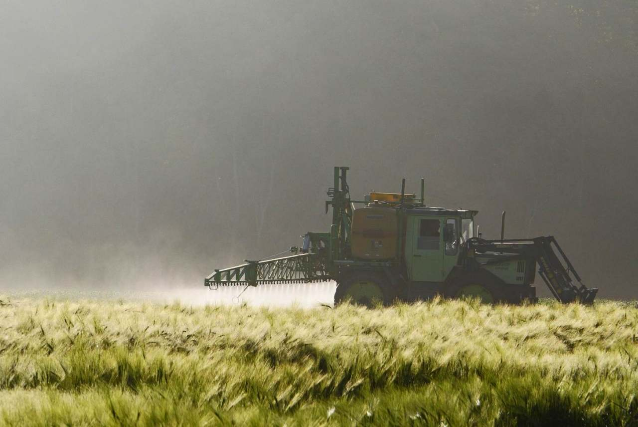 Image: tractor spraying pesticides